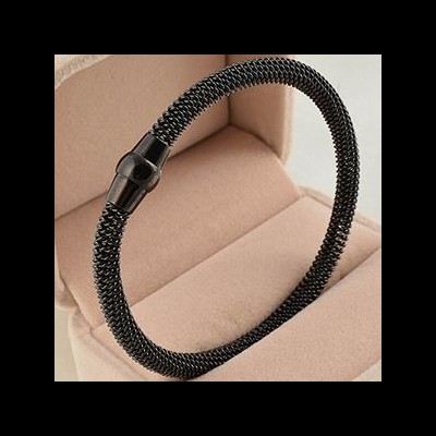 Pulseira de aço inoxidável cor preta com fecho magnético