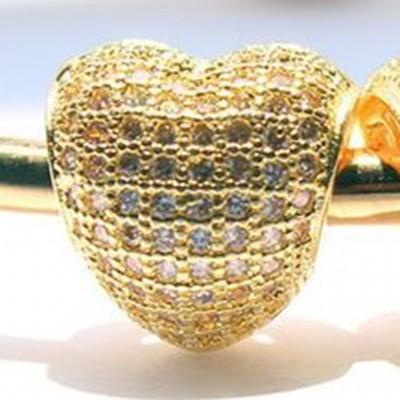 Conta de cor ouro com cristais brancos compatível com pandora (coração)